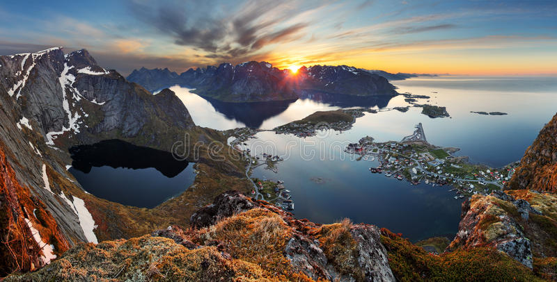 Natury panoramy góry krajobraz przy zmierzchem, Norwegia fotografia stock