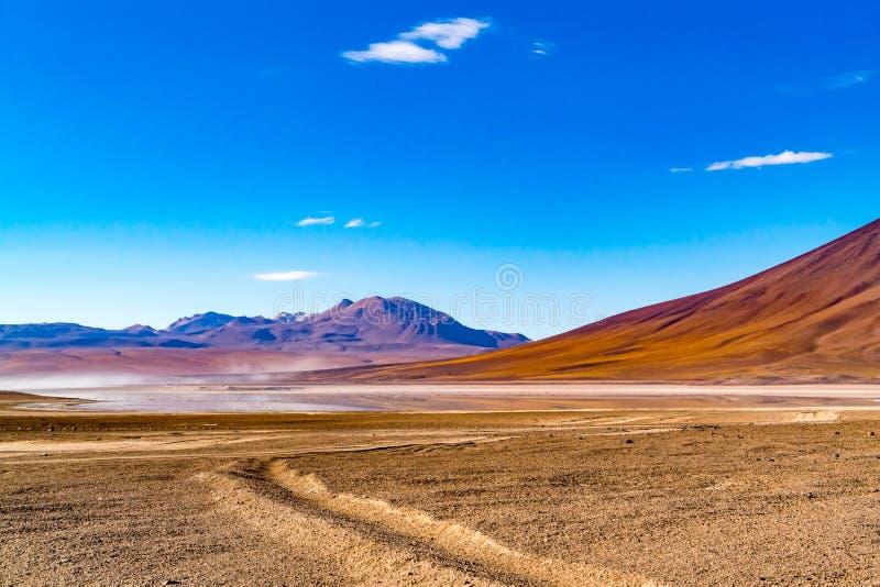 Natuurlijk landschap in Laguna Verde in de Eduardo Avaroa Andean Fauna National-Reserve stock fotografie