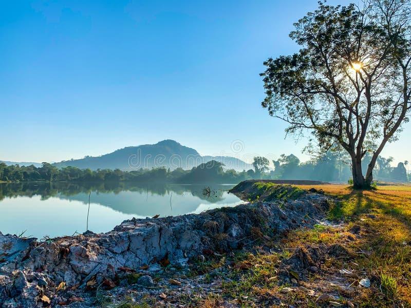Natuurlijk landschap van heldere, blauwe, sluw royalty-vrije stock foto