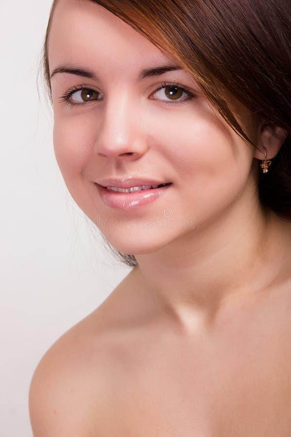 Natuurlijk portret van een mooie jonge vrouw stock afbeeldingen