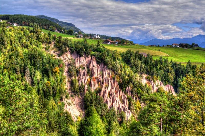 Natuurlijke Aardepiramides in Renon, Ritten, Zuid-Tirol, Italië stock foto