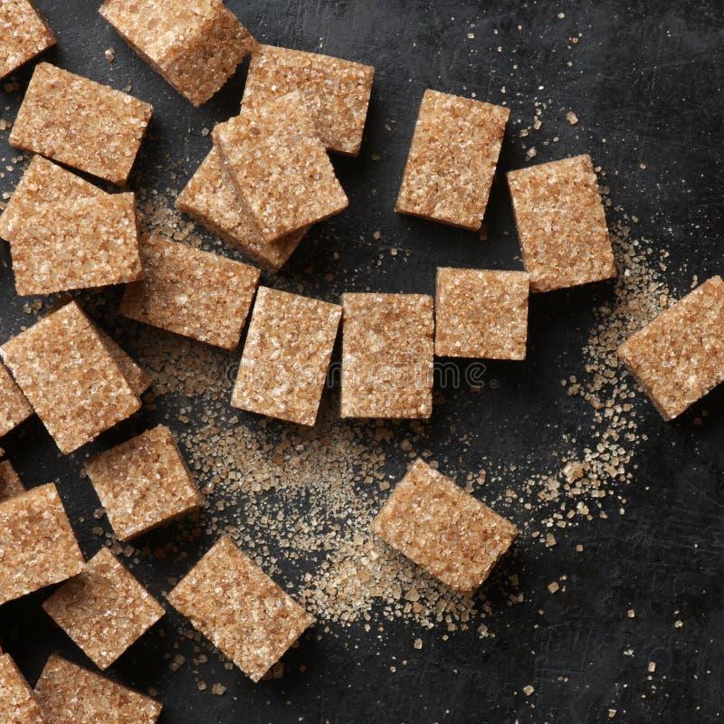 Natuurlijke bruine suikerkubussen stock fotografie