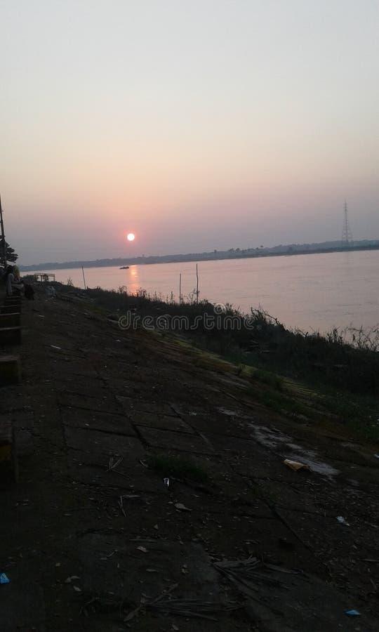 Natuurlijke de zonsondergang van de riviermening royalty-vrije stock foto's