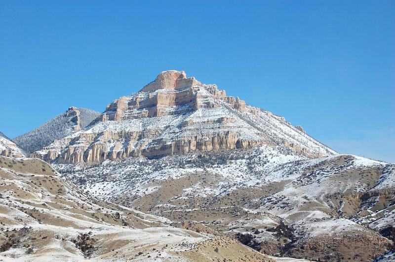 Natuurlijke die Piramide in Wyoming met Sneeuw wordt bestrooid royalty-vrije stock afbeelding