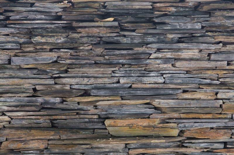 Natuurlijke grijze steenmuur royalty-vrije stock afbeeldingen