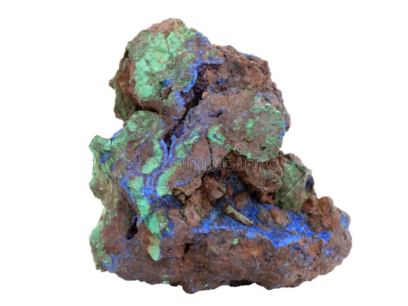 Natuurlijke groene steekproef van Malachiet en de blauwe mineralen van Azurite in de limonite -limonite-goethiterots op witte ach royalty-vrije stock afbeelding