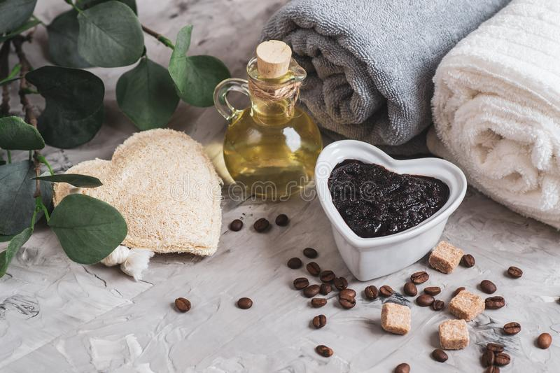 Natuurlijke Ingrediënten voor Eigengemaakte van de Koffiesugar salt scrub oil beauty van de Lichaamschocolade van het het KUUROOR stock afbeelding