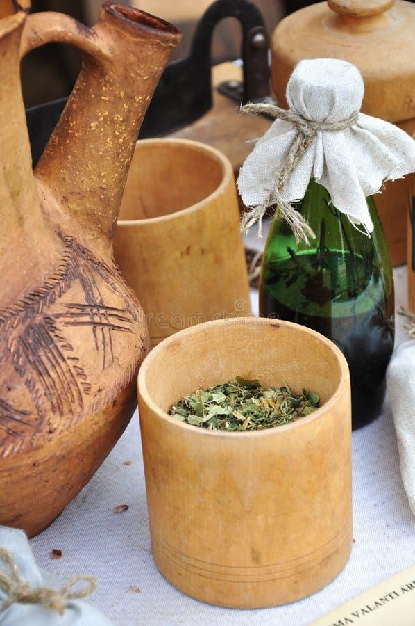 Natuurlijke kruiden en helende dalingen royalty-vrije stock afbeeldingen