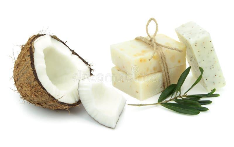 Natuurlijke kruidenzepen met olijf en kokosnotenolie stock foto's