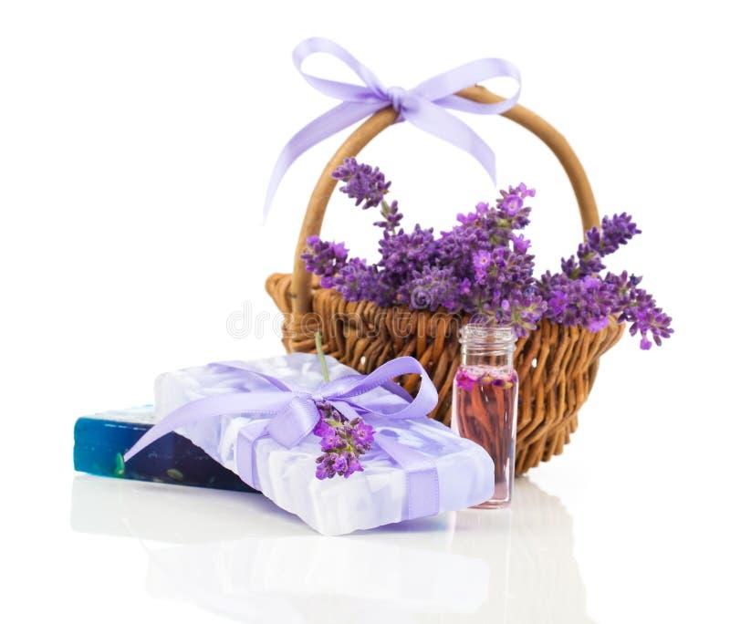 Natuurlijke met de hand gemaakte lavendelzeep en olie stock afbeelding