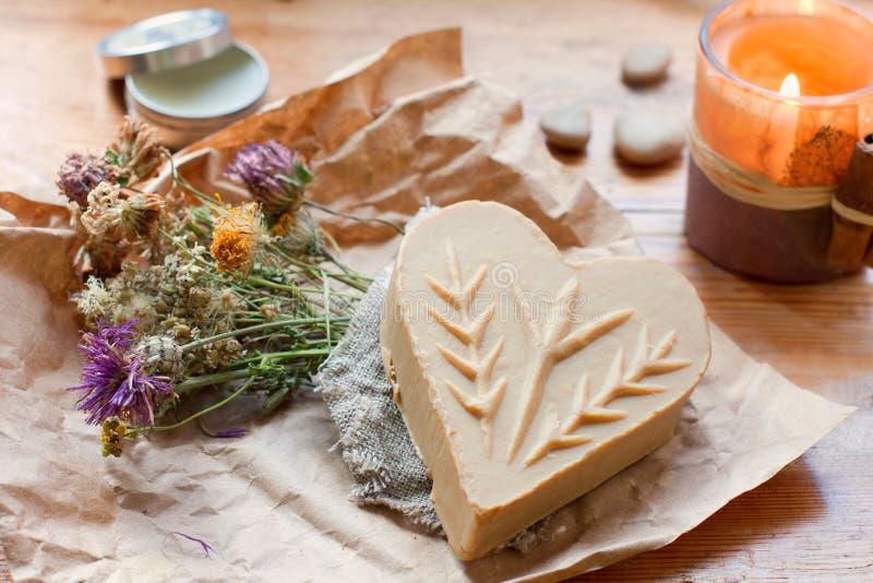 Natuurlijke met de hand gemaakte zeep stock afbeelding