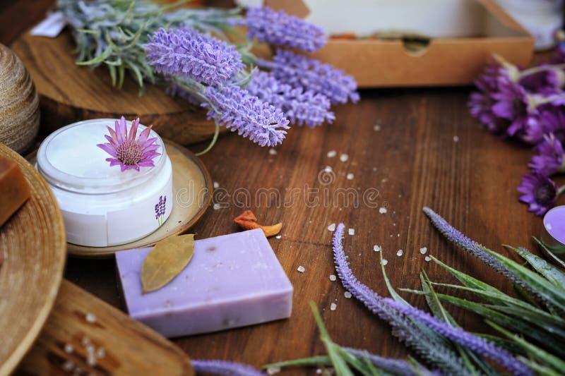Natuurlijke organische artisanale badschoonheidsmiddelen, kuuroordconcept stock fotografie