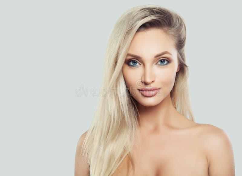 Natuurlijke Schoonheid Jonge vrouw met verse huid royalty-vrije stock afbeelding