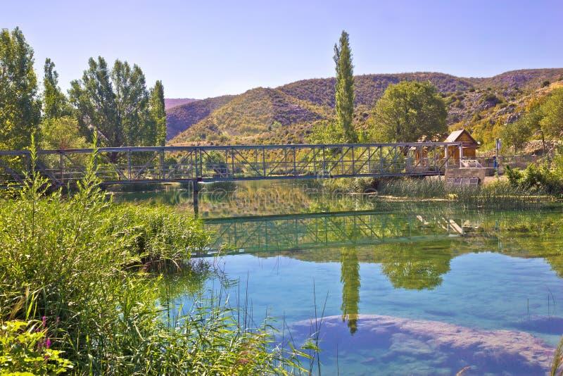 Natuurlijke schoonheid van groene Zrmanja-rivier stock afbeeldingen
