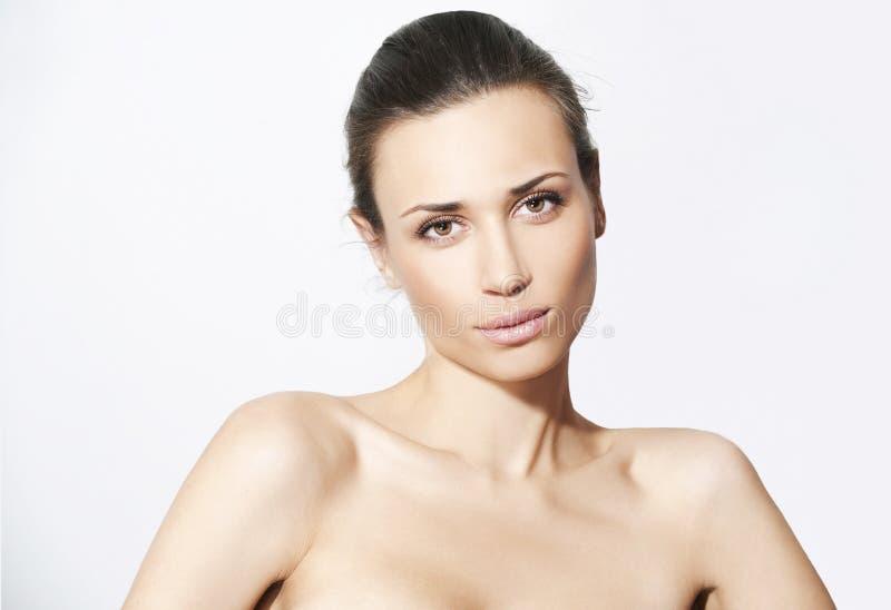 Natuurlijke schoonheidsvrouwen op witte achtergrond stock fotografie