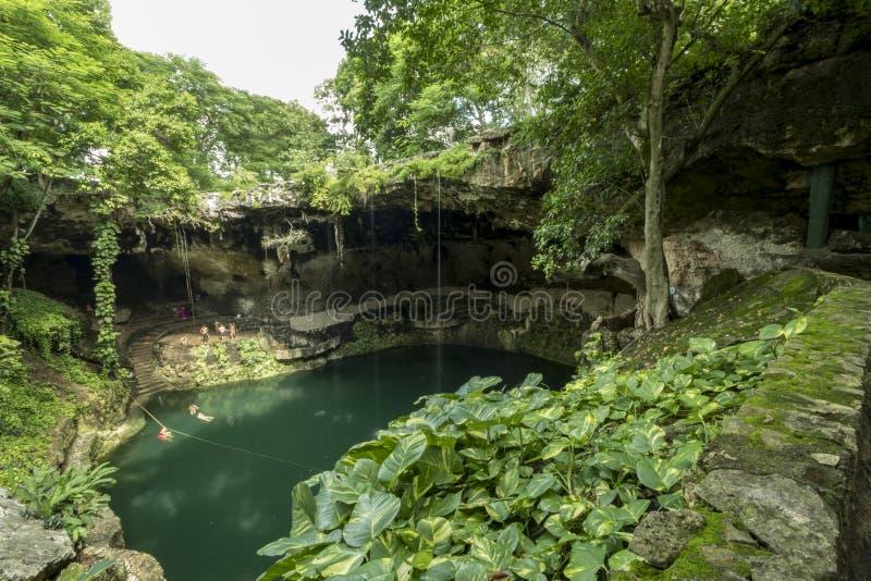 Natuurlijke sinkhole in Mexico royalty-vrije stock afbeeldingen