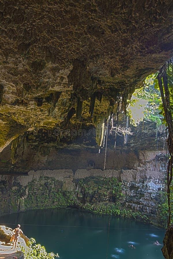 Natuurlijke sinkhole in Mexico stock afbeeldingen