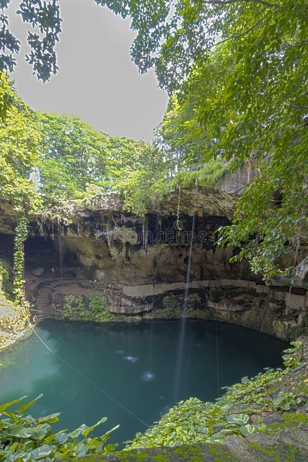 Natuurlijke sinkhole in Mexico stock afbeelding