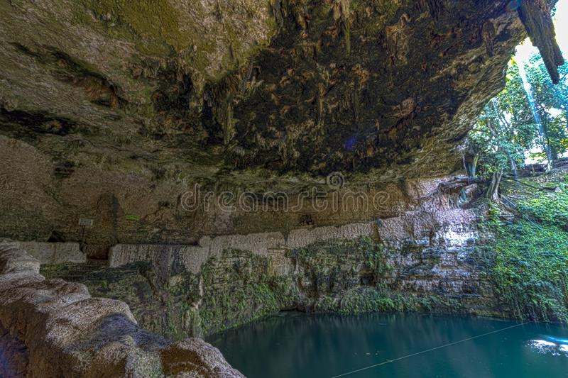 Natuurlijke sinkhole in Mexico stock foto's