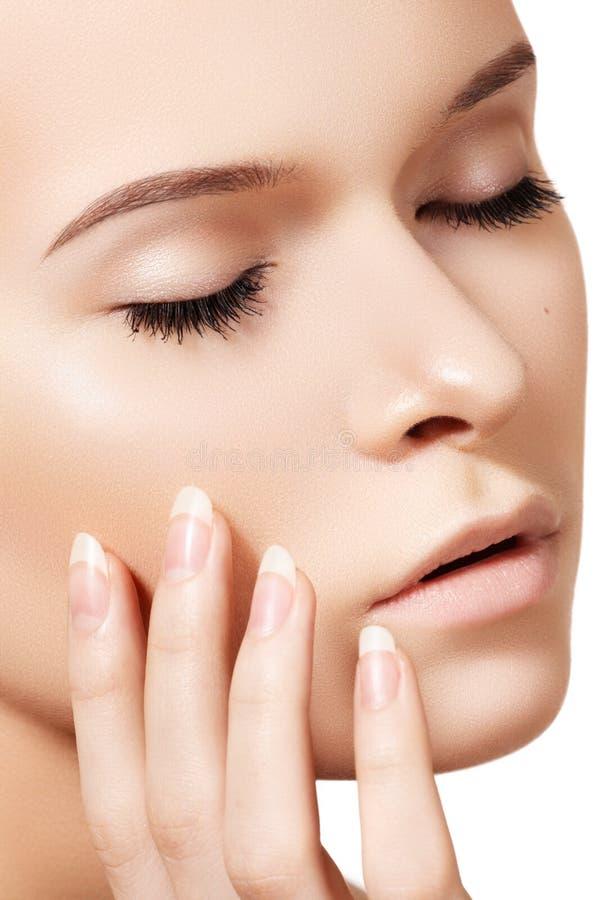 Natuurlijke skincareschoonheid, schone zachte huid, manicure royalty-vrije stock afbeelding