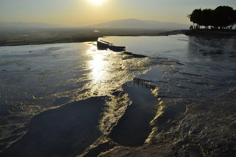Natuurlijke travertijnpools in Pamukkale, Turkije royalty-vrije stock afbeeldingen