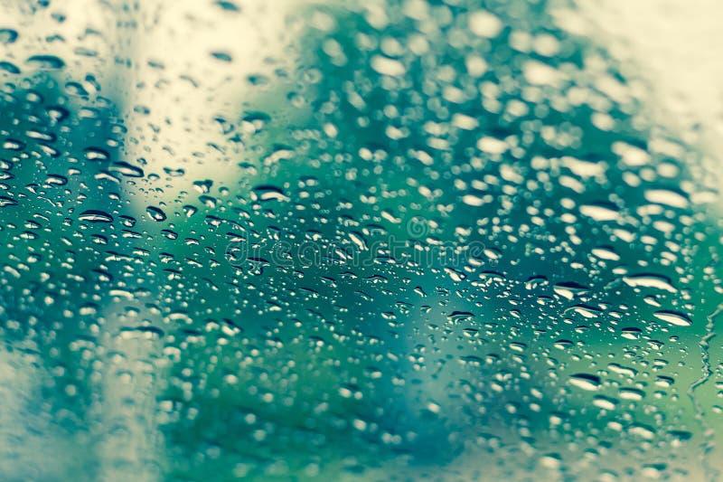 Natuurlijke waterdalingen op glas royalty-vrije stock afbeelding