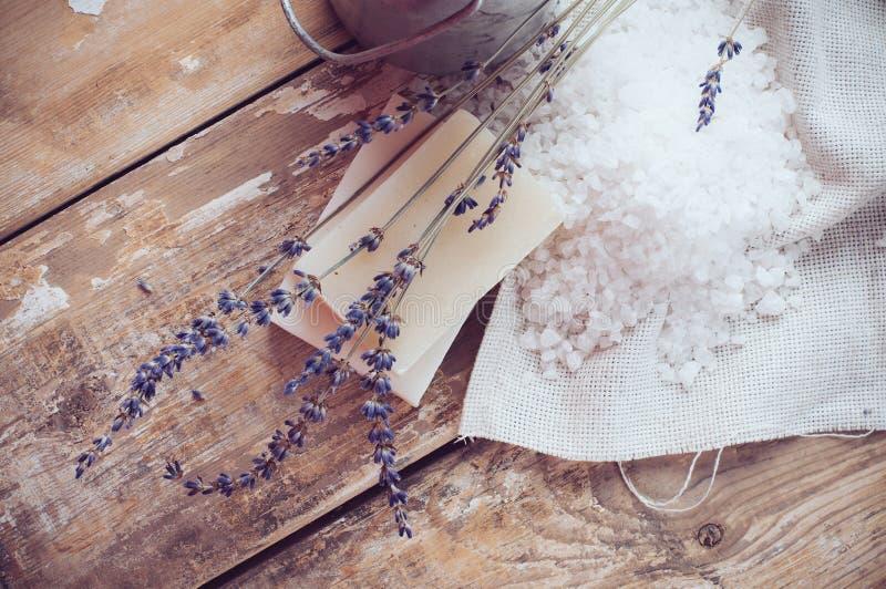 Natuurlijke zeep, lavendel, zout, doek stock foto's