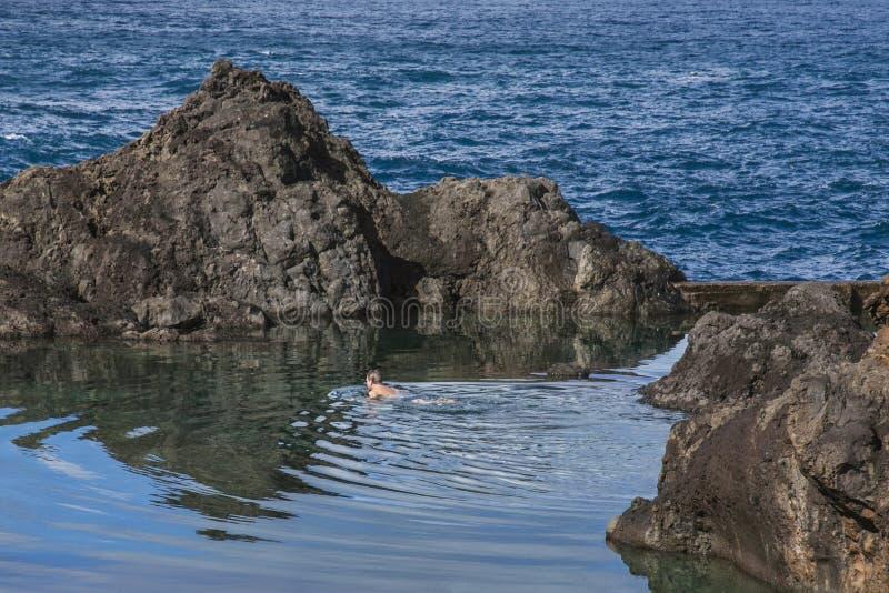Natuurlijke Zwembaden in Porto Moniz, Madera, Portugal stock afbeeldingen