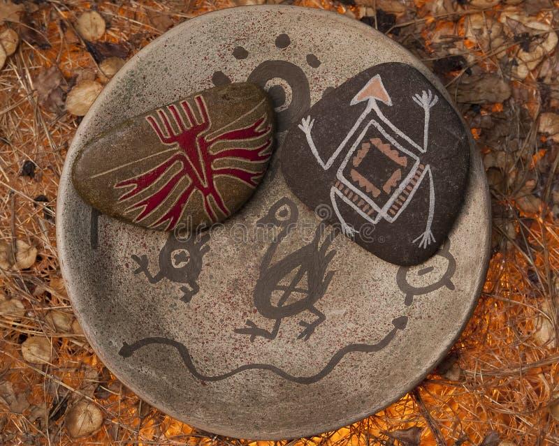 natve被绘的岩石 库存照片