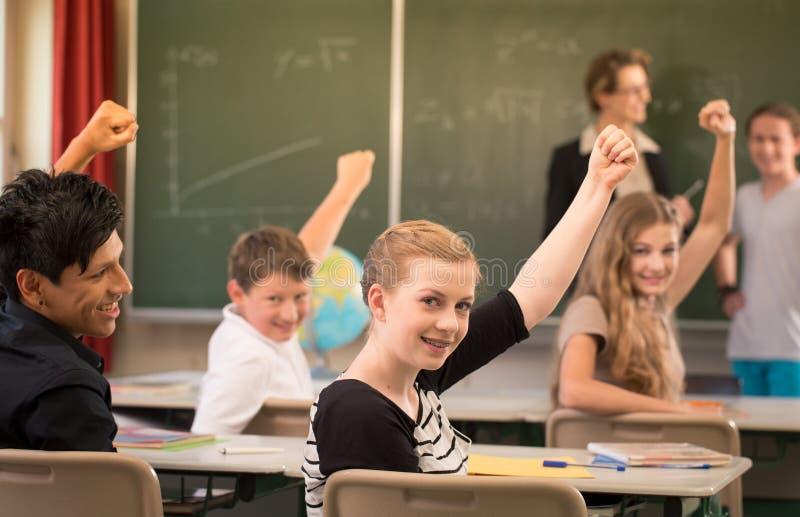 Nauczyciel matematyki pozycja przed uczniami które są well - przygotowany obrazy stock