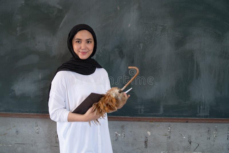 Nauczyciel przed blackboard zdjęcie royalty free
