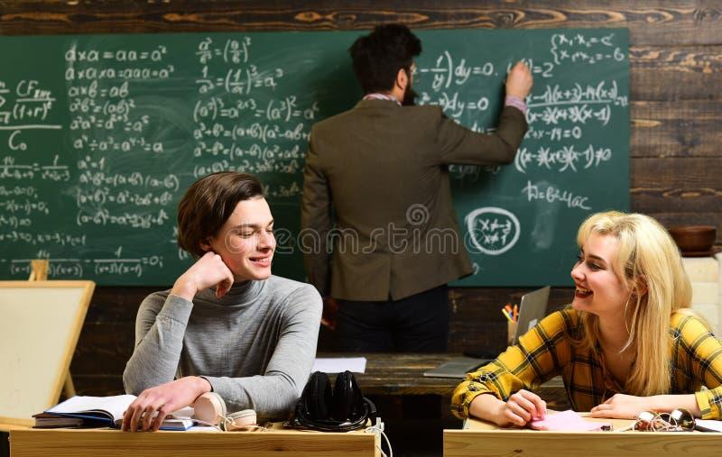 Nauczyciele wpływają podążają ucznia przez cały ich życia Ucznie zazwyczaj dostają z podnieceniem o materiale ucznie zdjęcie stock