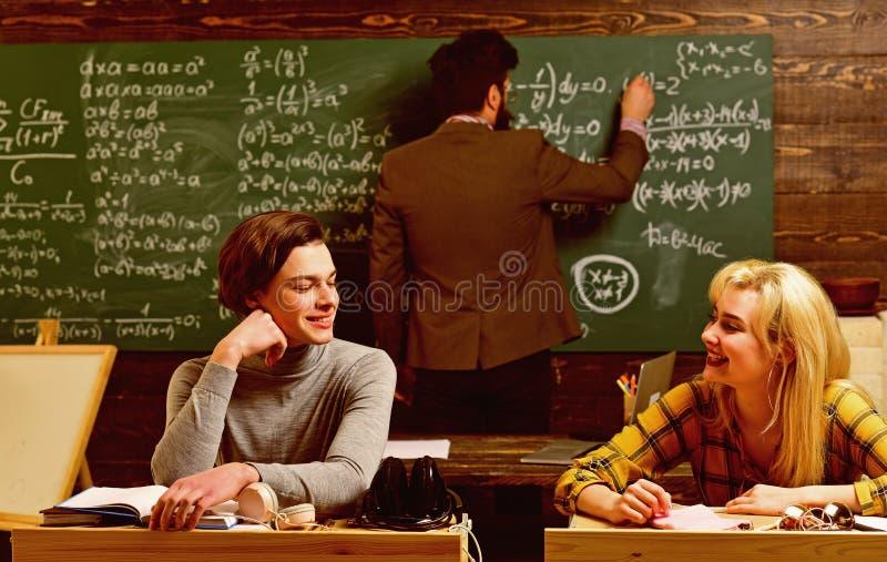 Nauczyciele wpływają podążają ucznia przez cały ich życia Ucznie zazwyczaj dostają z podnieceniem o materiale ucznie obraz royalty free