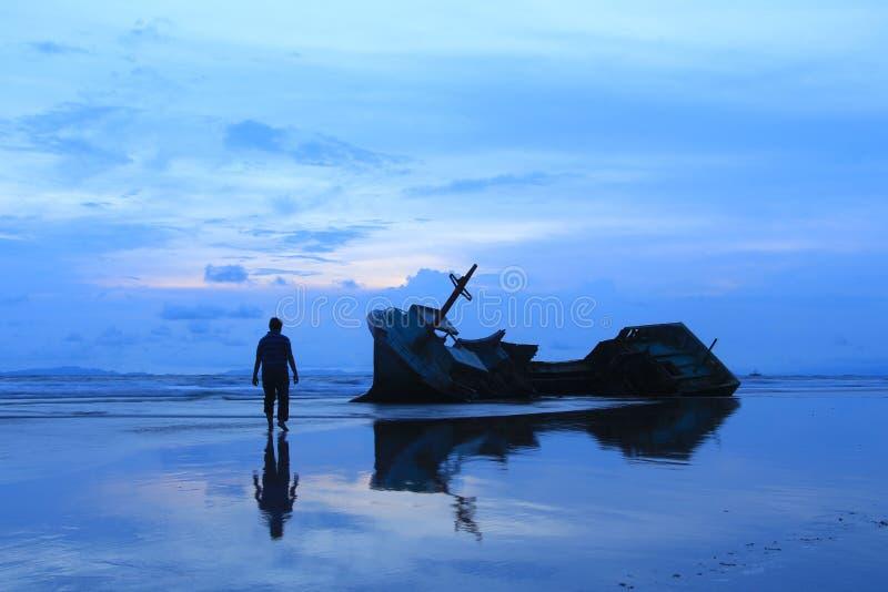 Naufrágio na praia de Kedu imagens de stock