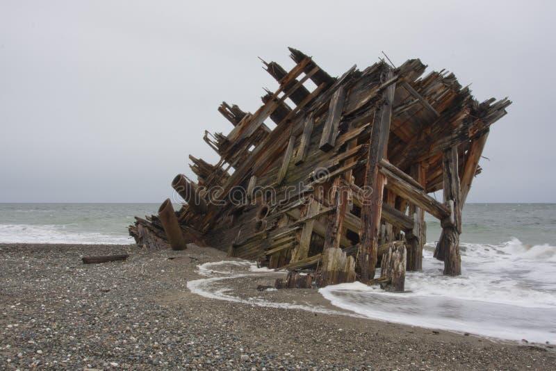 Naufragio en la playa imágenes de archivo libres de regalías