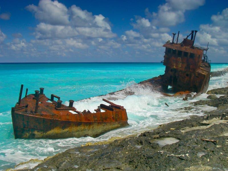 Naufragio su una bella spiaggia caraibica fotografia stock