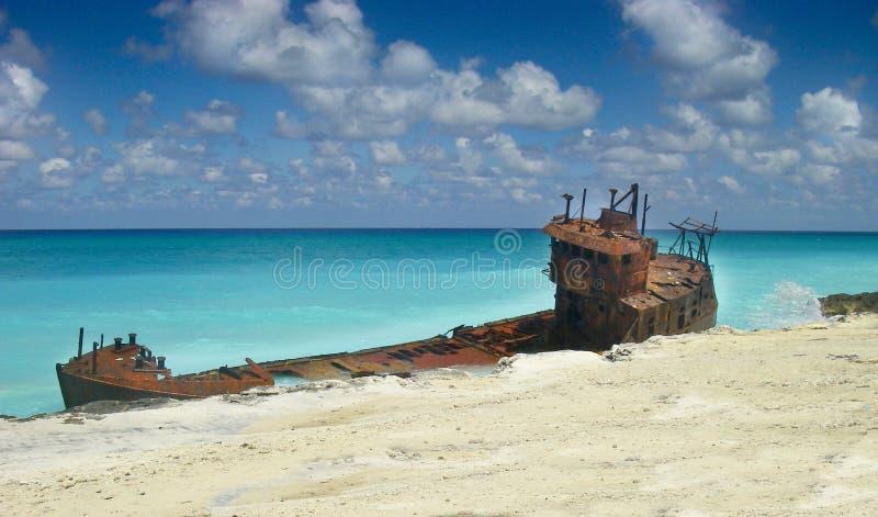 Naufragio su una bella spiaggia caraibica immagine stock