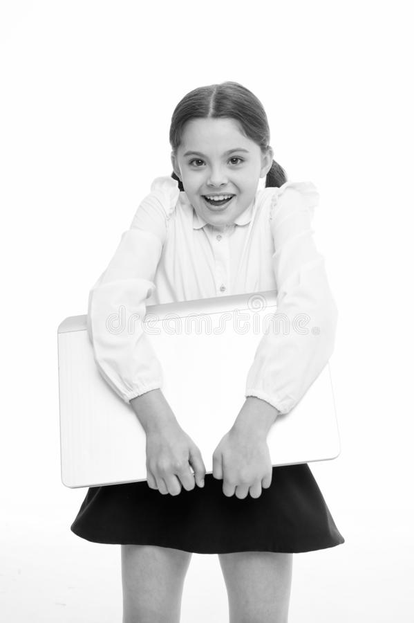 Nauk technologie cyfrowe Dziecko niesie laptop dla lekci Cyfrowego wyposa?enia poj?cie Edukacja i technologia cyfrowa fotografia stock
