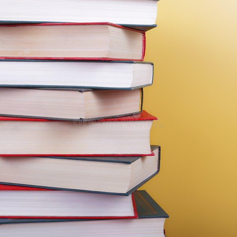 Nauka i edukacja - czerepu colorfull książki grupa obraz stock