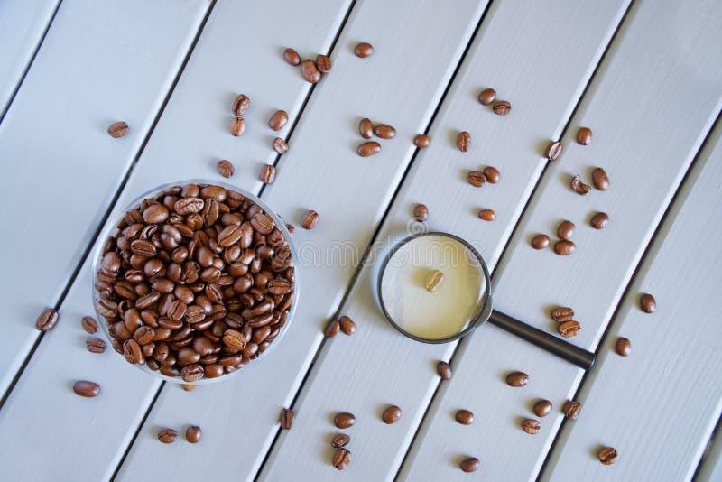 Nauka konsumpcyjne ilości jedzenie i napoje Analiza piec kawowe fasole zdjęcie stock
