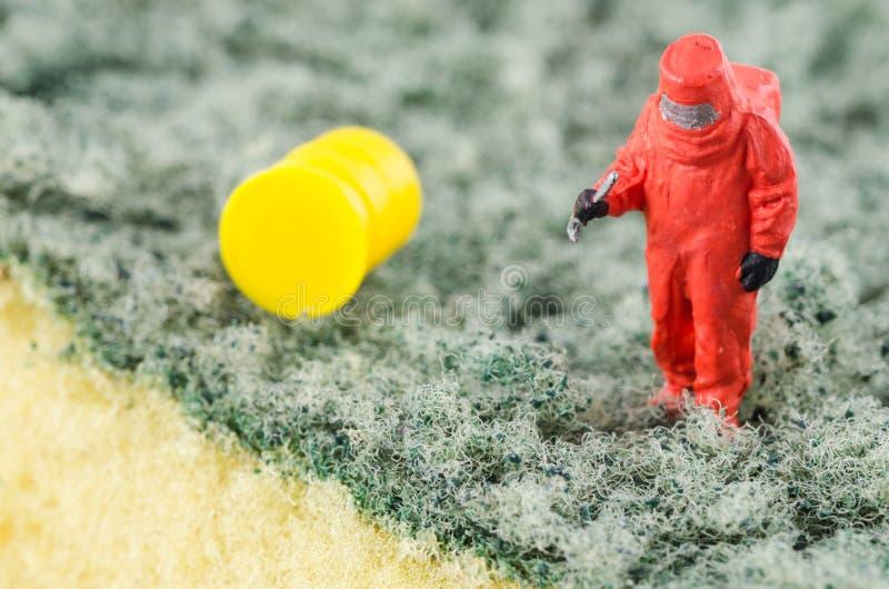 Naukowa sprawdzać bakteryjny na cleaning ochraniaczu fotografia stock