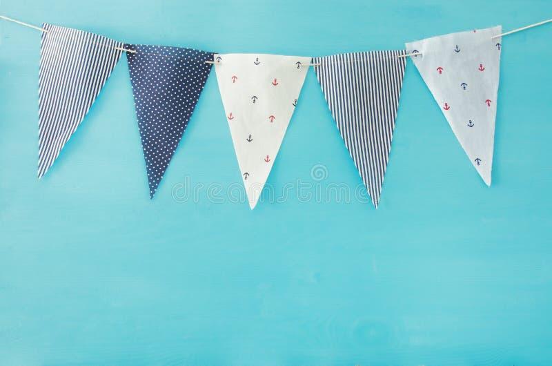 Nautiska begreppsflaggor Karneval- och födelsedagpartibakgrund royaltyfria foton