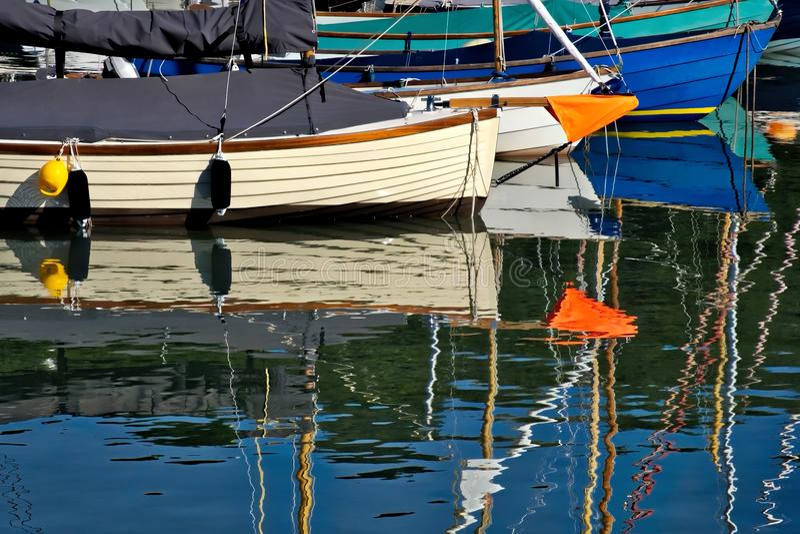 Nautiska former på hamnen royaltyfri fotografi