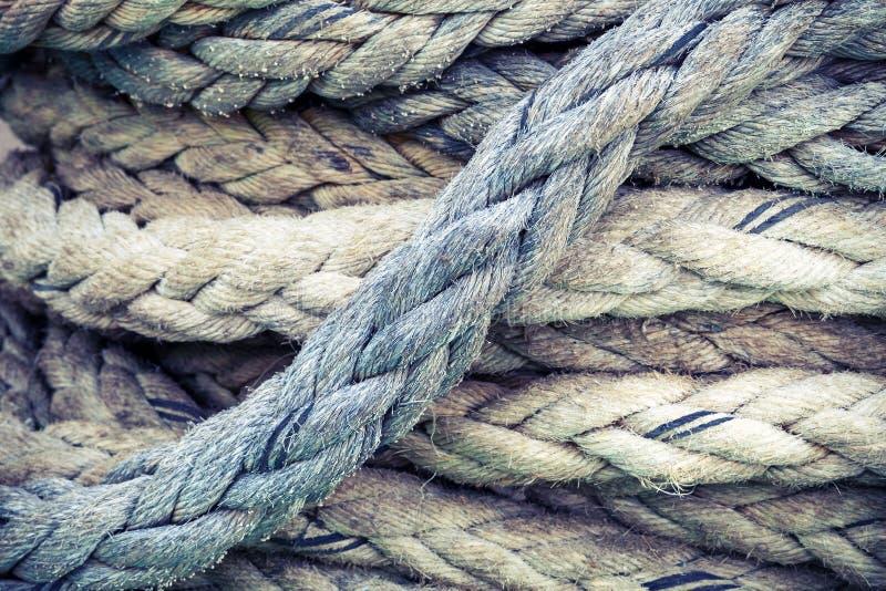 Nautiskt rep, closeupbakgrundstextur, tonad tappning arkivbilder