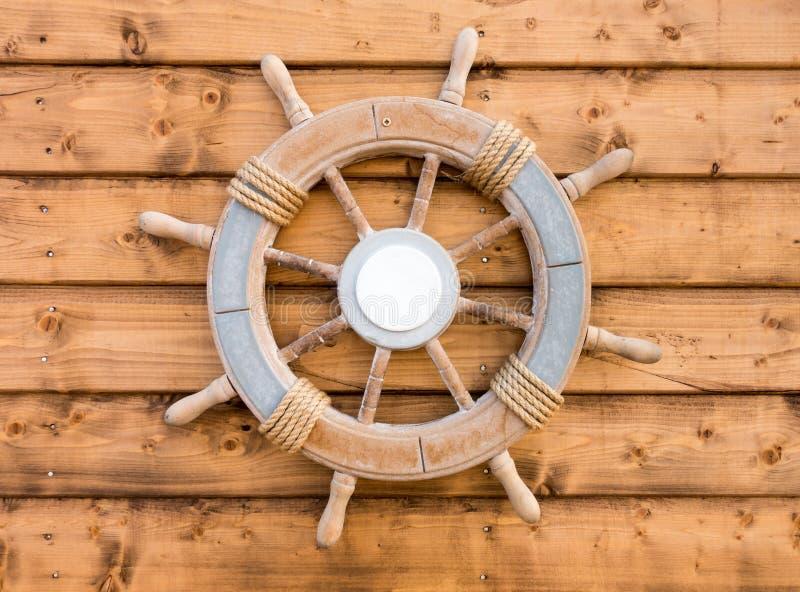 Nautiskt trähjul för fartygskeppstyrning royaltyfria bilder