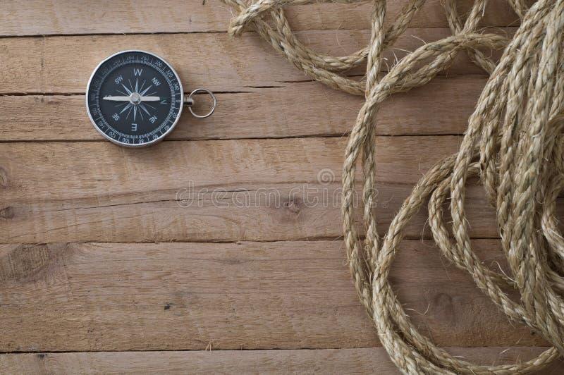 Nautyczna arkana i kompas na drewnie obrazy royalty free