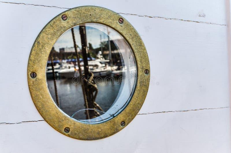 Nautyczny porthole Z odbiciem, zamyka up zdjęcia royalty free