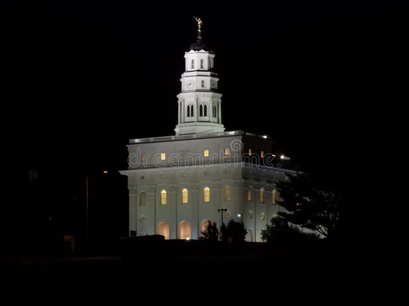 Nauvoo Illinois tempel på natten arkivfoton