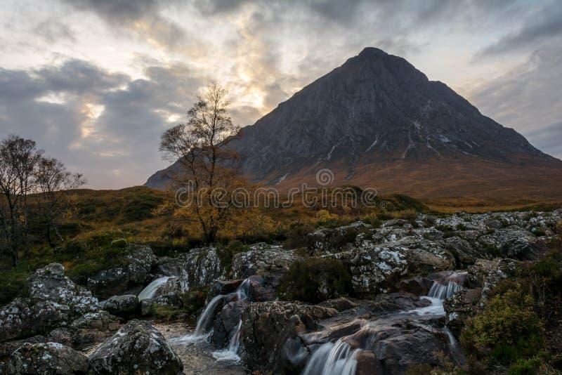 Nauwe vallei coe Schotse hooglanden stock foto