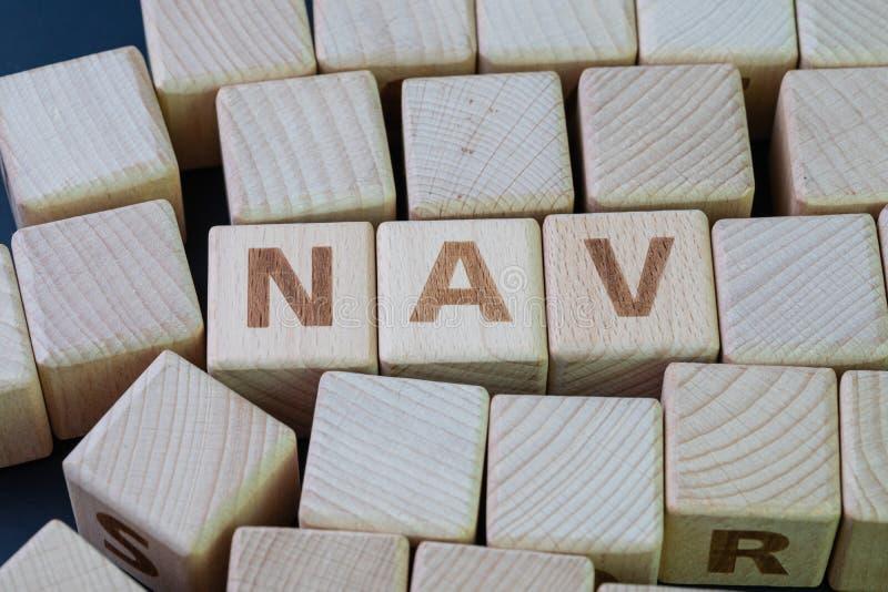 NAV för värde för netto tillgång värde av en enhets tillgångar negativ värdet av dess ansvar begrepp, kubträkvarter med alfabet arkivbilder